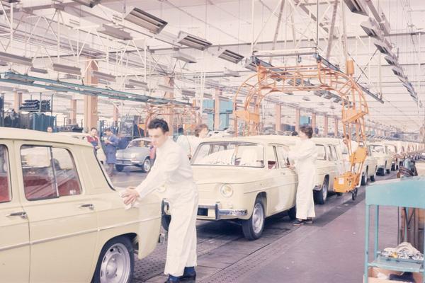 Renault stopt autoproductie in grootste Franse fabriek